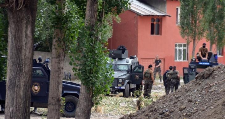Ağrı'da ev baskınında 3 kişiye polis infazı