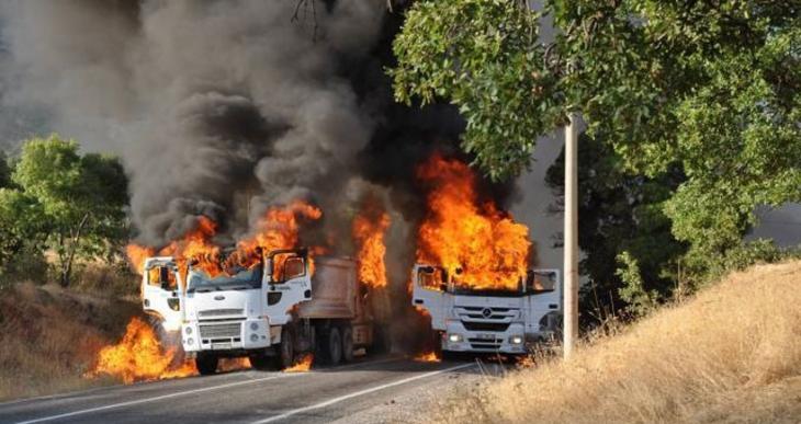 Dersim'de 3 araç ateşe verildi
