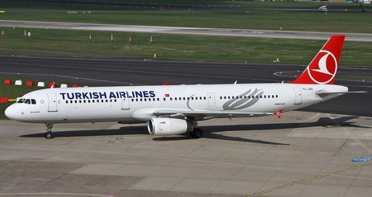 Mutfağından koku gelen Türk Hava Yolları uçağı geri döndü