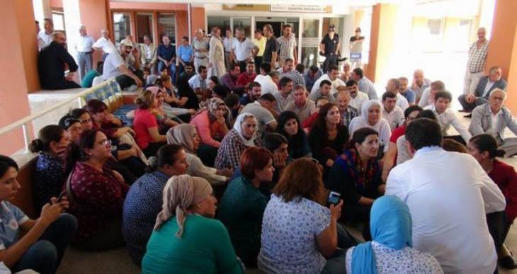 DBP ve HDP'li seçilmişler Mardin ve Şırnak valilik binalarını işgal etti