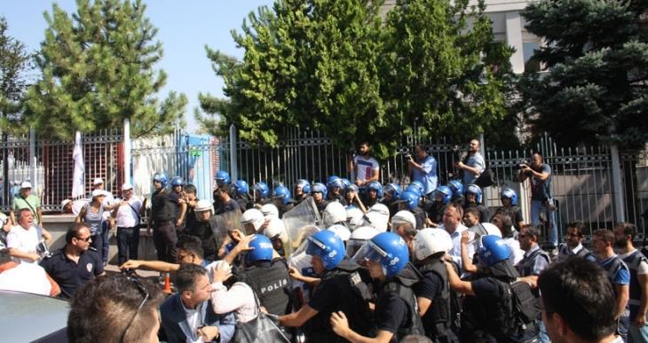 TİS görüşmesi öncesi emekçilere polis şiddeti