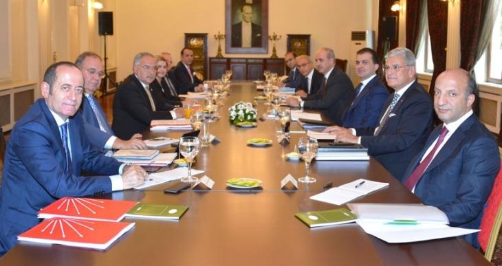 AKP ile CHP heyetleri son kez bir araya geldi