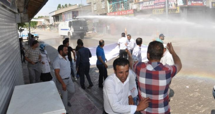 Bulanık'ta düzenlenen barış yürüyüşüne polis saldırdı