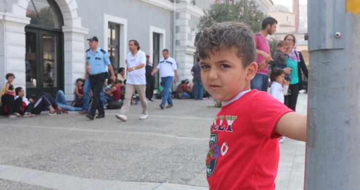 Savaştan kaçtılar Yunanistan umuduyla İzmir'e sığındılar, insan tacirlerini bekliyorlar