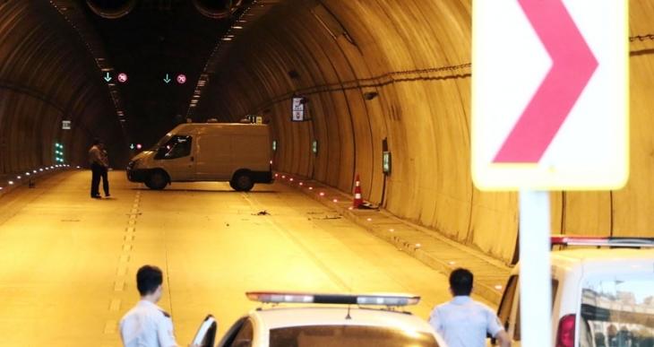 Şüpheli kutu tüneli kapattırdı