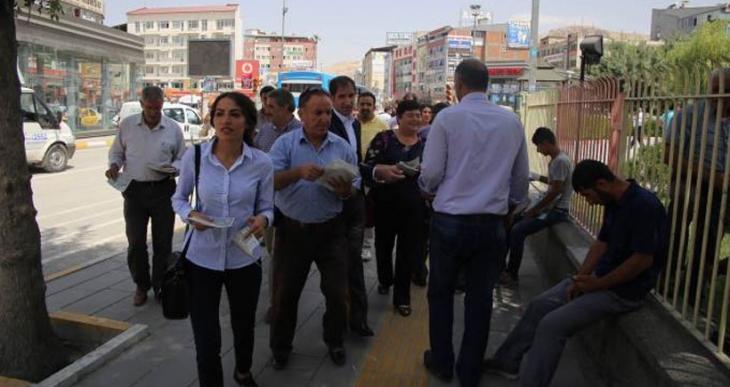 Van'da barış mitingi için çağrı bildirileri dağıtıldı