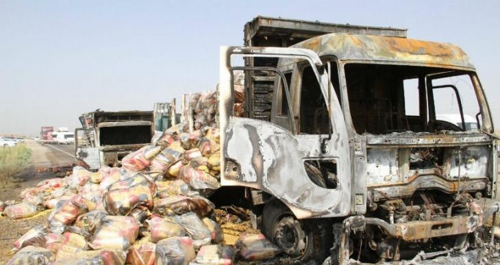 Bismil'de 3 kamyon yakıldı