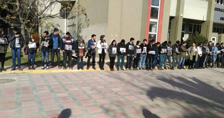 Dokuz Eylül'de katliamı kınayan öğrencilere çevik kuvvet saldırdı