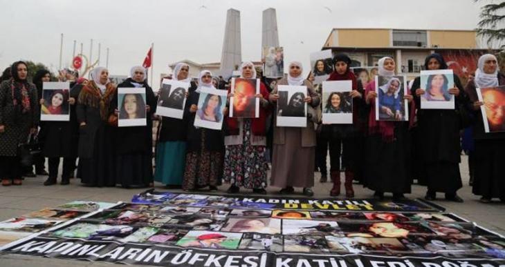 İstanbul'da kadınlar ölümleri ve kadınlara yönelik suçları protesto etti