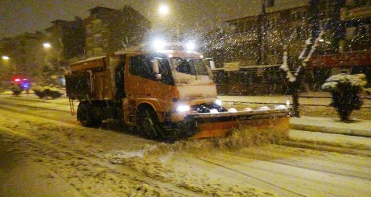 Uşak'a yılın ilk karı yağdı, okullar tatil edildi