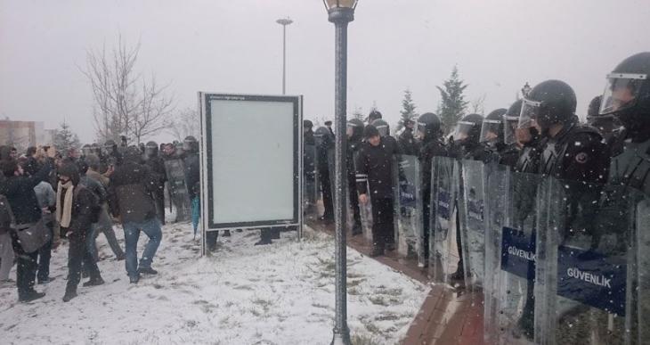 Beştaş, Kocaeli Üniversitesi'ndeki Roboski eylemini sordu