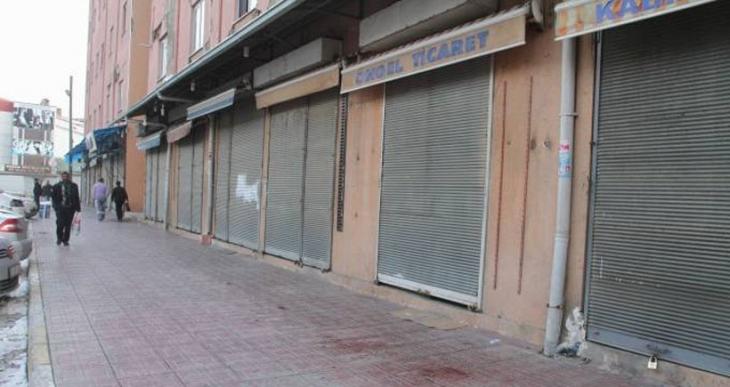 Van'da hayat durdu, polis DİHA muhabirlerini hedef aldı