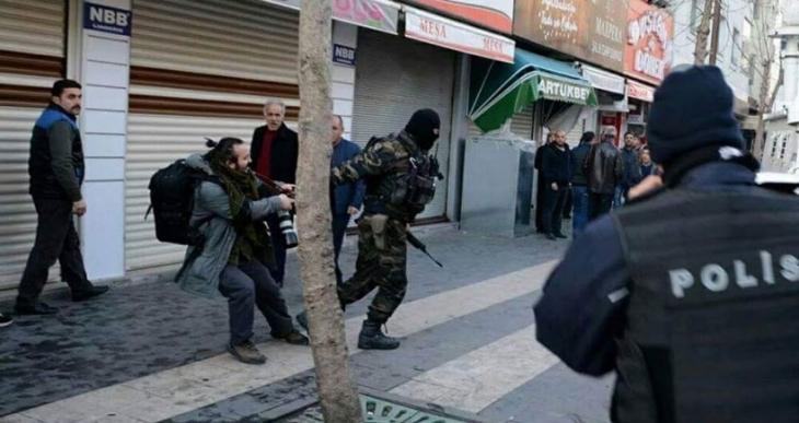 Haber peşindeki gazeteciye JÖH'ten 'seni kaybederiz' tehdidi