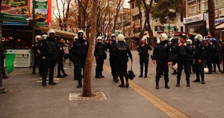 Ankara'da şüpheli paket fünyeyle patlatıldı