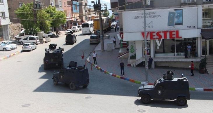 Şırnak'ta polis servisine roketatarlı saldırıda 2 polis hayatını kaybetti