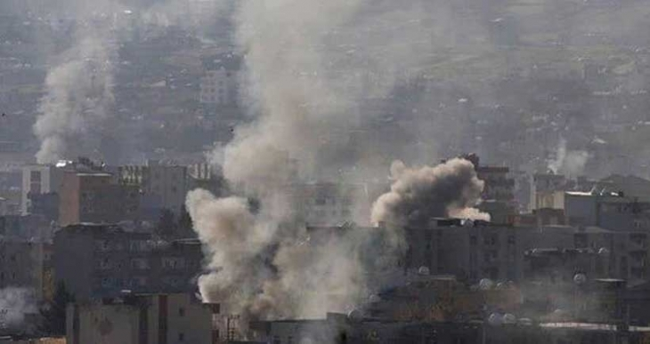 Cizre'de bir ev top mermisiyle vuruldu: En az 10 yaralı var