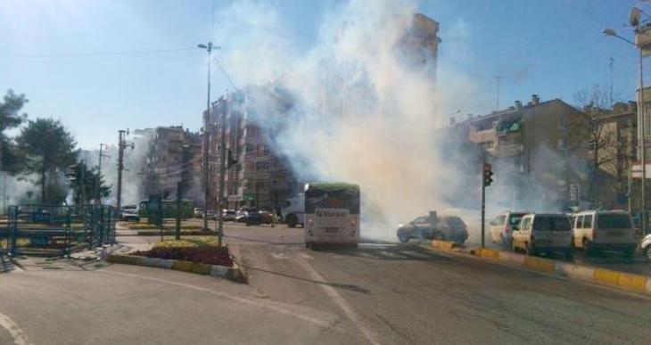 Sur'a yürümek için Çiftkapı'da toplanan kitleye saldırı