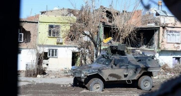 Sur'da ağır yaralanan özel harekat polisi hayatını kaybetti