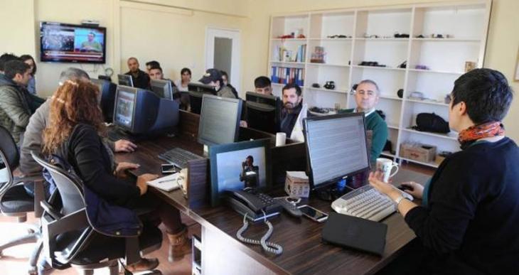 Gazeteci Babahan DİHA'daki nöbet eylemine başladı