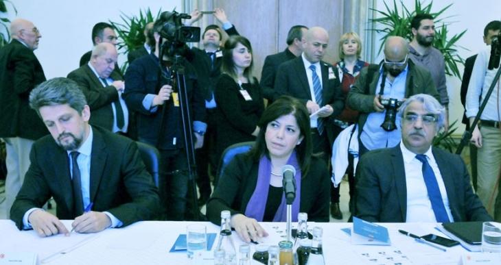 Anayasa Uzlaşma Komisyonunun HDP'li üyeleri 'vesayeti etkisizleştirme' çağrısı yaptı
