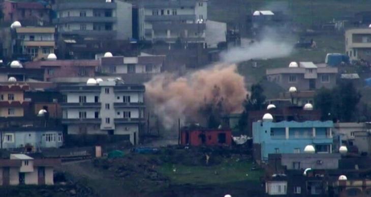 Cizre'de yaralıların olduğu sokakta şiddetli patlama