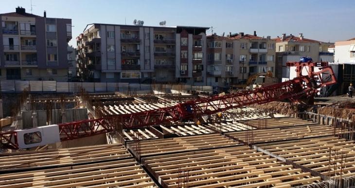 Karakol inşaatında vinç devrildi: 1 işçi öldü