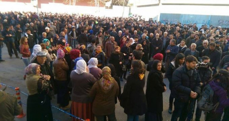 Diyarbakır'da 'Her yer direniş, her yer Cizre' sloganları