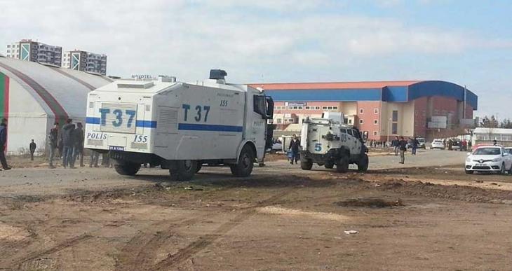 Amedspor - Fenerbahçe maçı öncesinde polis taraftarlara saldırdı
