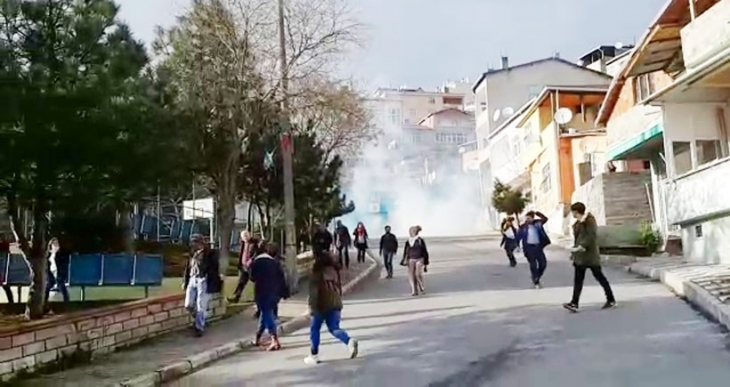 Maltepe'de barış eylemine polis saldırdı, çok sayıda gözaltı var