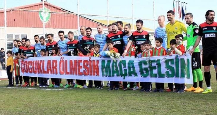 'Çocuklar ölmesin maça gelsin' pankartına ceza