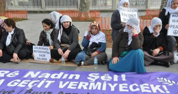 Barış Anneleri  15. kez Dolmabahçe önündeydi