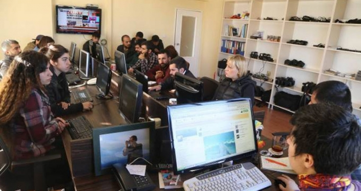 Sur'da gazetecilere gözaltı tehdidi