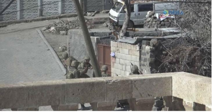DİHA: Devlet güçleri, İdil'de insanları zorla evlerinden çıkarıyor