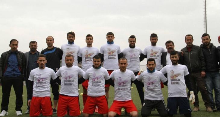 Futbol sahalarından Sur'da direnenlere selam
