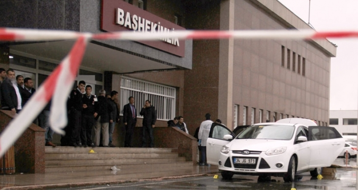 Diyarbakır'da başhekime silahlı saldırı; 4 yaralı