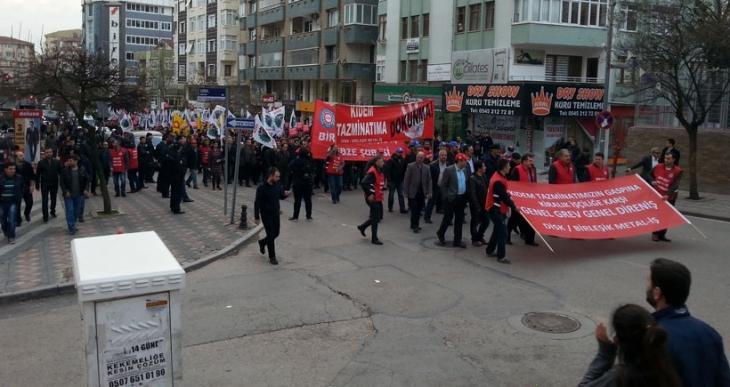 Gebze'de metal işçileri geleceği için yürüdü