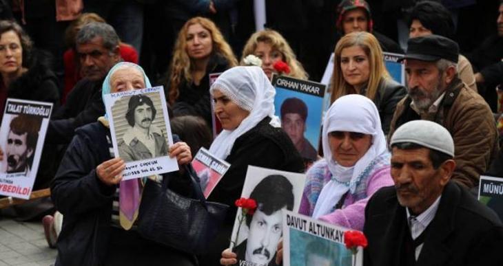 Dündar ve Gül Cumartesi Anneleri'nin yanındaydı: Sesimizi çıkartmazsak kayıp fotoğrafları çoğalacak