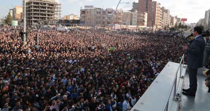 Demirtaş: Davutoğlu 'Ermenilere ne yaptıysak size de yaparız' diyor