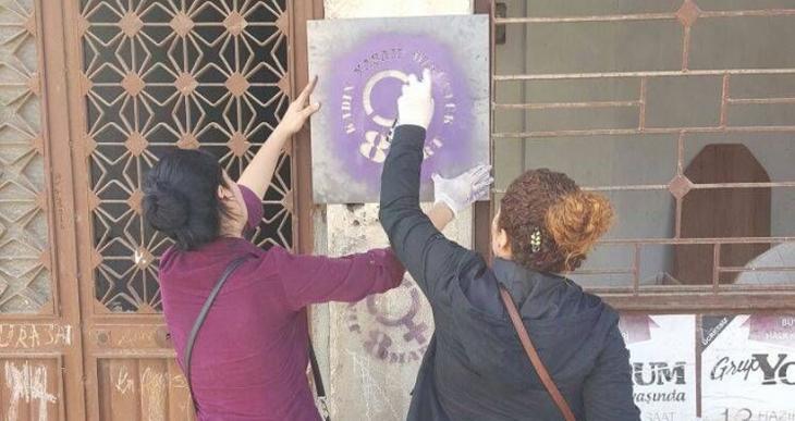 Mersin'de kadınlardan 8 Mart yazılaması