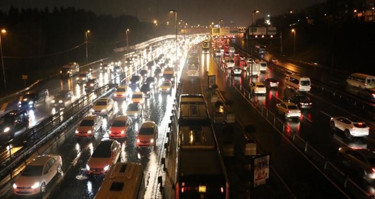 İstanbul'da trafik yoğunluğu yüzde 91'e ulaştı