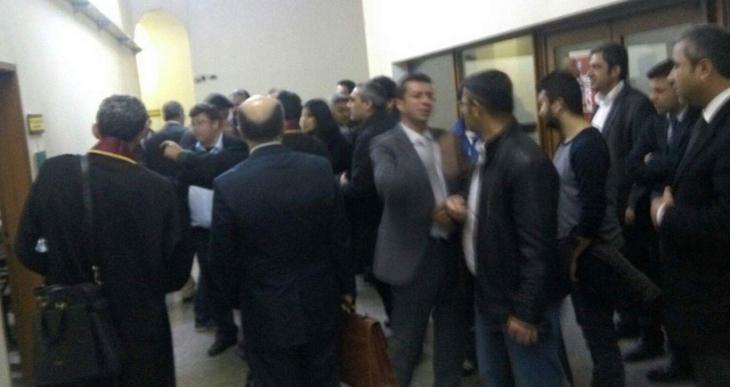 Mahkemeye sevk edilen 21 Renault işçisi ve 3 sendikacı serbest bırakıldı