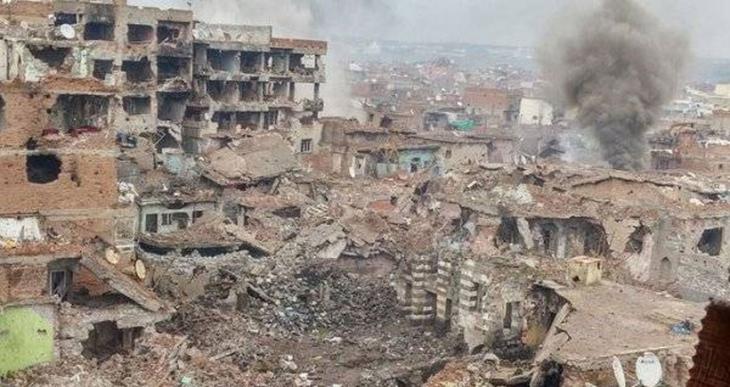 Sur'da mahalleler tank ve top atışlarıyla bombalanıyor