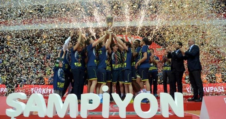 Kadınlar Türkiye Kupası'nı Fenerbahçe aldı