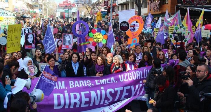 Ankara'da kadınlar Valilik yasağını tanımadı