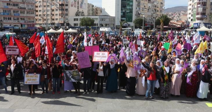 İzmir 8 Mart mitingi: Sokağa çıkanlar susturuluyor