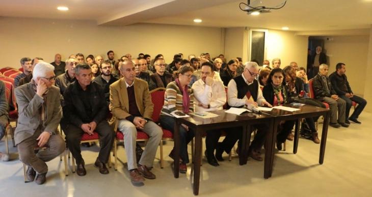 İzmir'de HDP'ye yönelik gözaltılar protesto edildi
