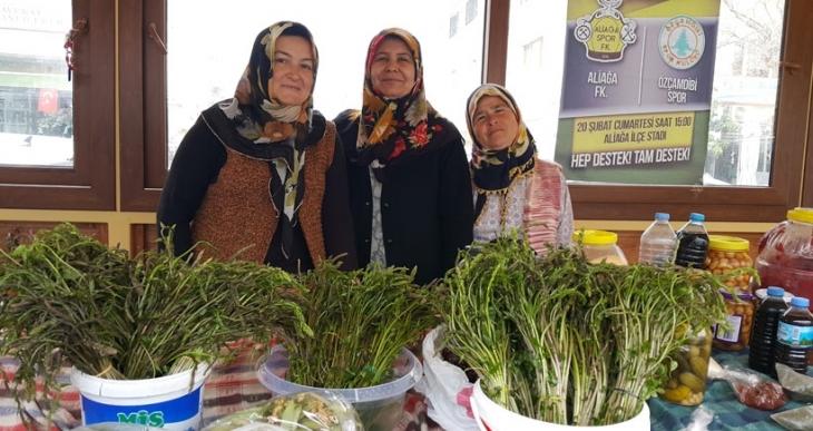 Yolu gözlenen sarmaşık köylü pazarında