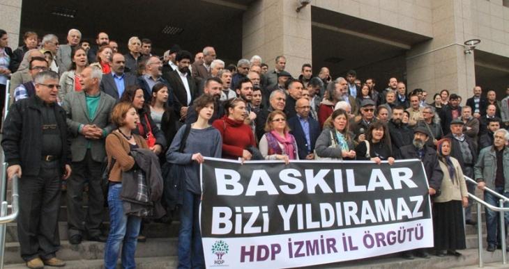İzmir'de gözaltılara tepki