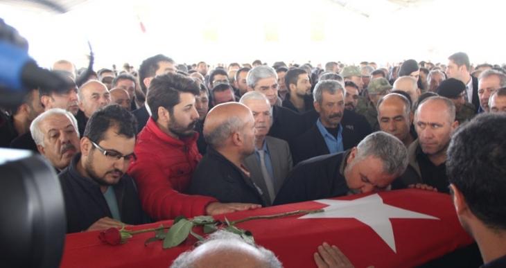 Antep'teki cenaze töreninde AKP'li belediye başkanına tepki: Koruyamadınız çocuklarımızı!