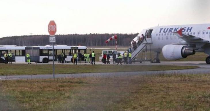 Hannover havalimanı, THY uçağındaki bomba ihbarı sonrası kapatıldı